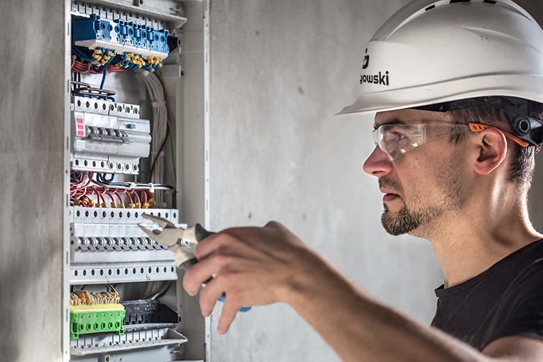 Montowanie tablicy elektrycznej - Power Głogowski